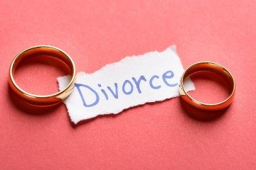 Two rings and sign saying divorce for attorney